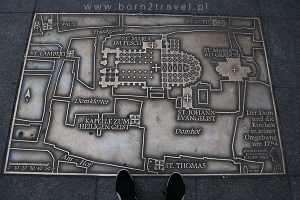 Plan Katedry i okolic, przydeptany przez Tomka.