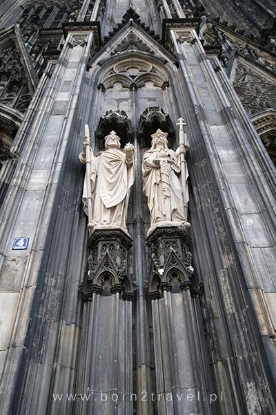 Dwie z licznych rzeźb zdobiących Katedrę.