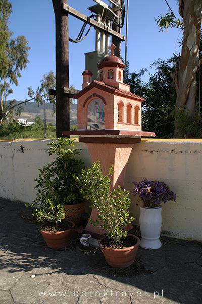 Kolejna grecka kapliczka w mieście Kos. W środku znajdowało się m.in. zdjęcie mężczyzny...