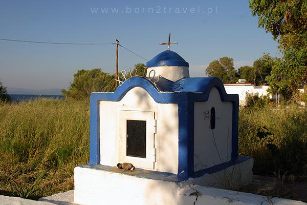 Miniaturowa grecka kapliczka.