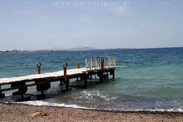 Pomost na plaży, wyspa Kos.