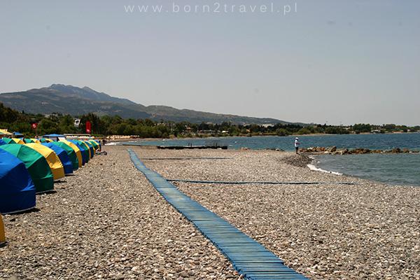 Kamienista plaża na Kos.