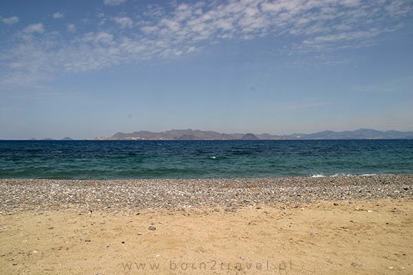 Hotelowa plaża - częściowo piaszczysta, jednak z przewagą kamieni.