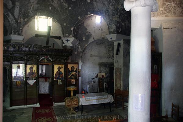 Wejście do kaplicy było zamknięte, ale można było zajrzeć do środka przez kraty.