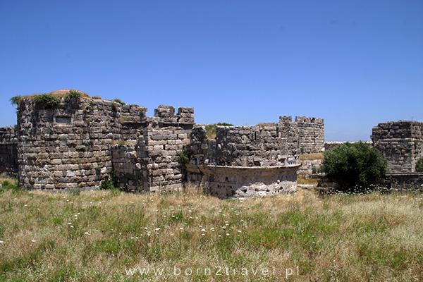 Ruiny średniowiecznego zamku.
