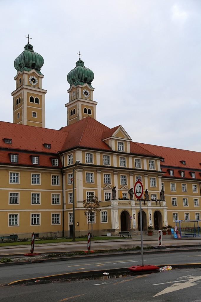 Czy kiedykolwiek powiedzielibyście, że ten okazały budynek to... Dom seniora w Monachium? ;)