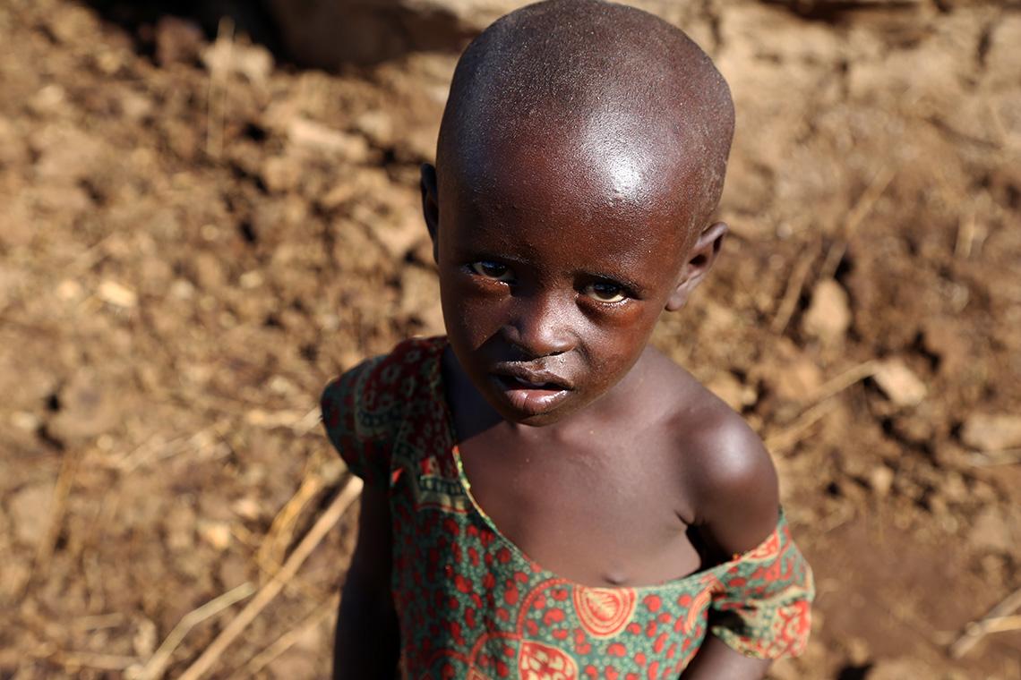 Dziewczynka z wioski Masajów w Kenii.