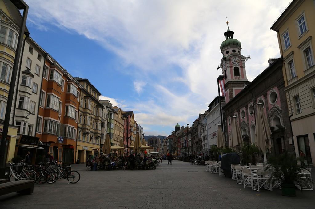 Maria-Theresien-Straße, czyli ulica Marii Teresy przekształcona w deptak.