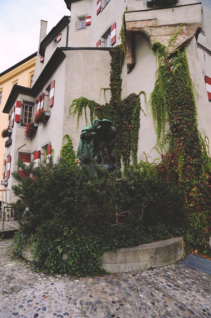 Pomnik przy zabytkowym budynku Ottoburg, mieszczącym obecnie restaurację. Posągi upamiętniają Tyrolczyków walczących o niepodległość w 1809 roku w Innsbrucku.