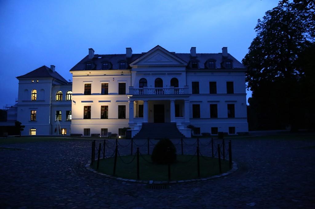 Rulewo - hotel Hanza Pałac nocą.