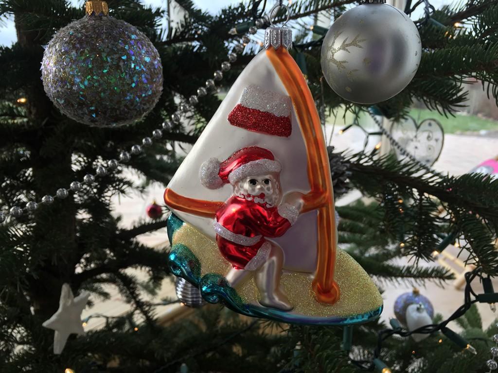 Zainspirowani lotniskowym Mikołajem, będąc już w Polsce sprawiliśmy sobie podobnego! ;) Wesołych Świąt!