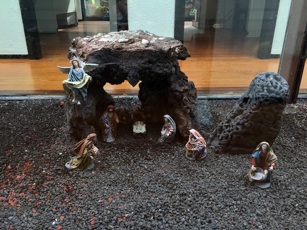 Szopka w wulkanicznej skale - czemu nie? ;) Ta znajdowała się w Centrum Odwiedzających i Interpretacji Parku Narodowego Timanfaya w Mancha Blanca.