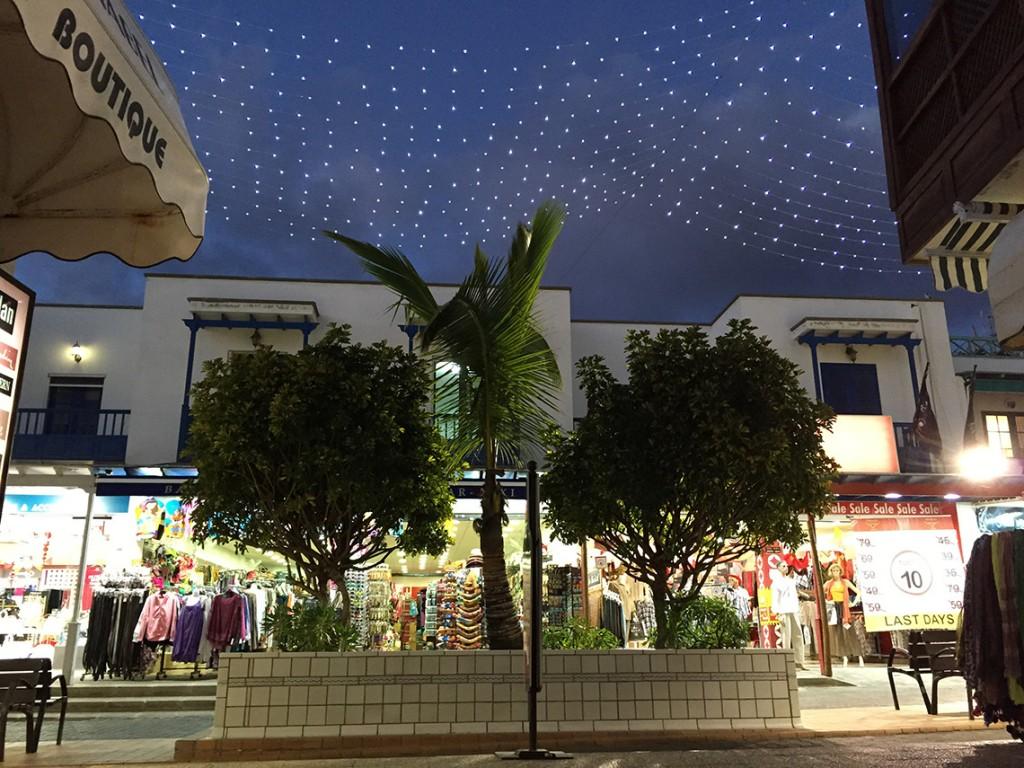 Handlowa uliczka w Playa Blanca.