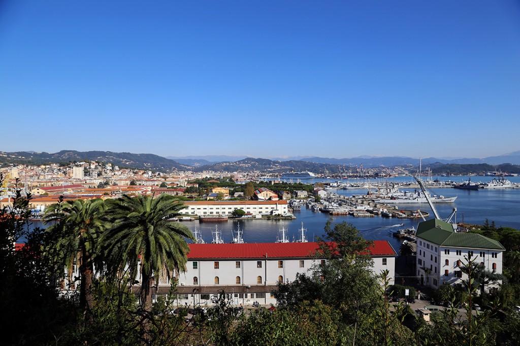 La Spezia i jej port widziane z góry.