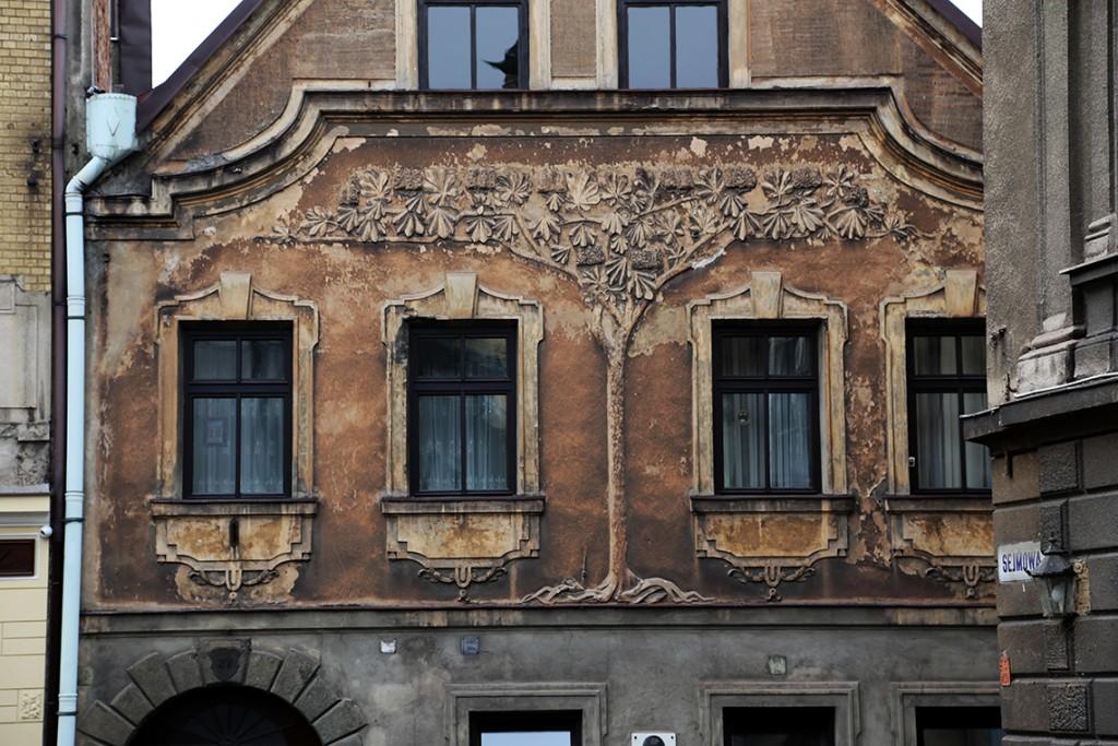 Piękna fasada domu, w którym żył i pracował Karol Niedoba (1864-1947) - malarz cieszyńskiego krajobrazu.