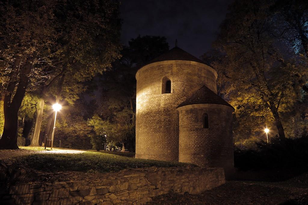 Słynna Rotunda, a właściwie Kościół św. Mikołaja nocą.