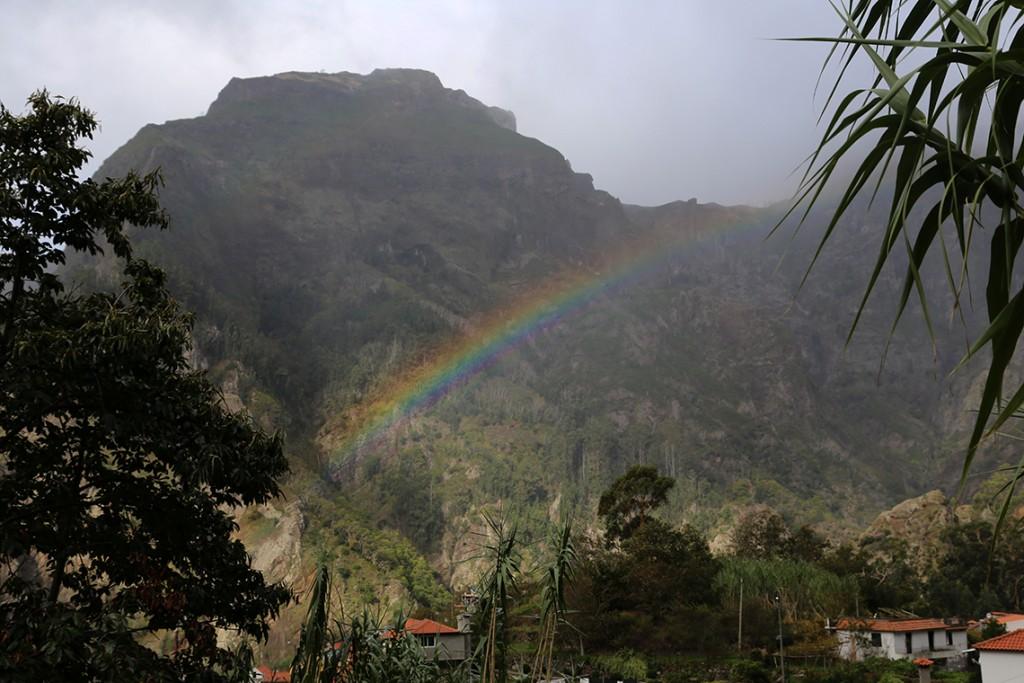Tęcza nad Doliną Zakonnic (Curral das Freiras) na Maderze. Jeszcze tam wrócimy!