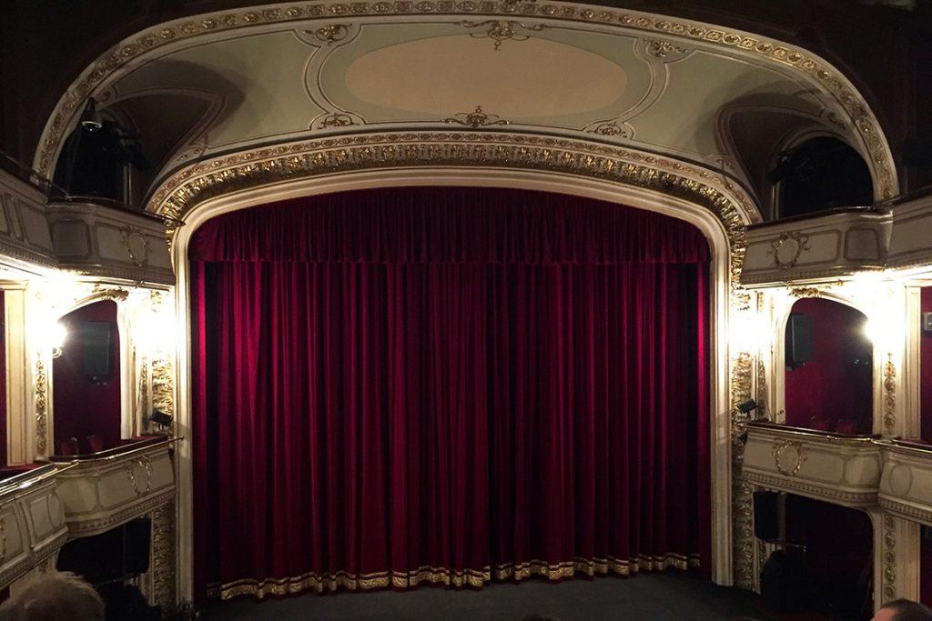 Przepiękne wnętrze Teatru im. Adama Mickiewicza.