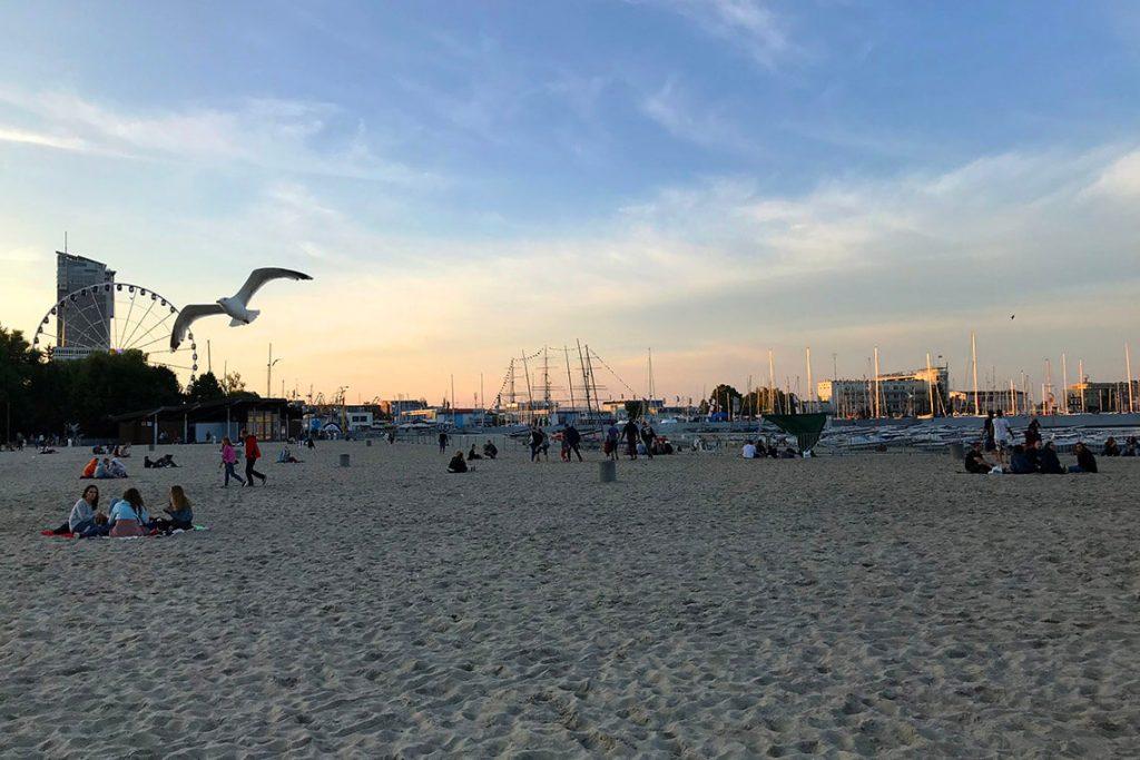 Letni wieczór na plaży w Gdyni