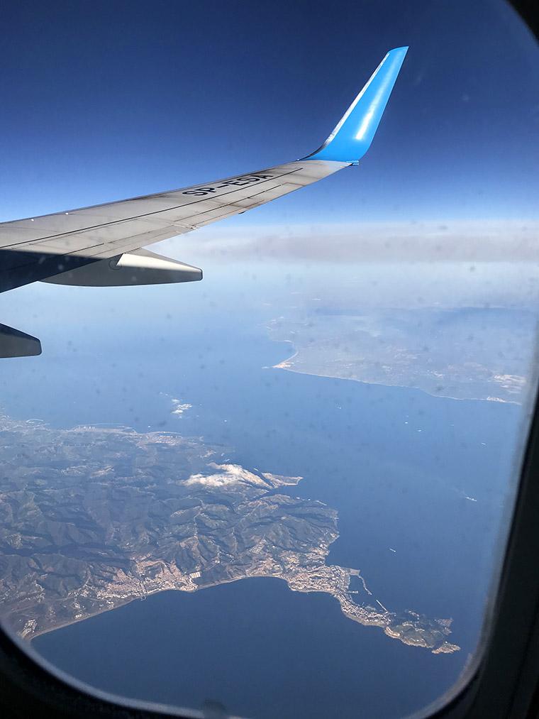 Widok z samolotu na Ceutę i Tarifę w oddali