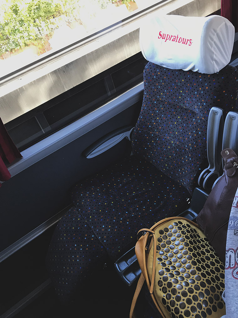 Wygodne siedzenie w autokarze Supratours Confort Plus