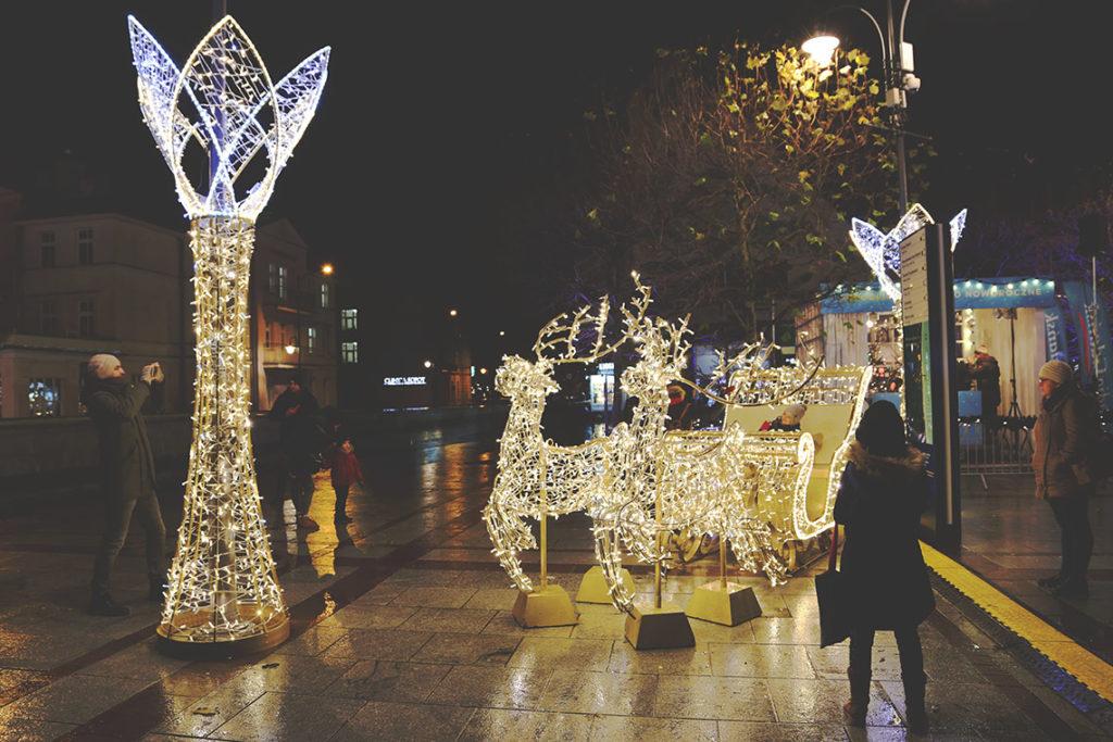 Piękne iluminacje świetlne na Placu Przyjaciół Sopotu