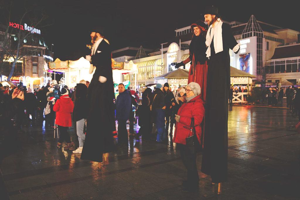 Parada szczudlarzy w Sopocie
