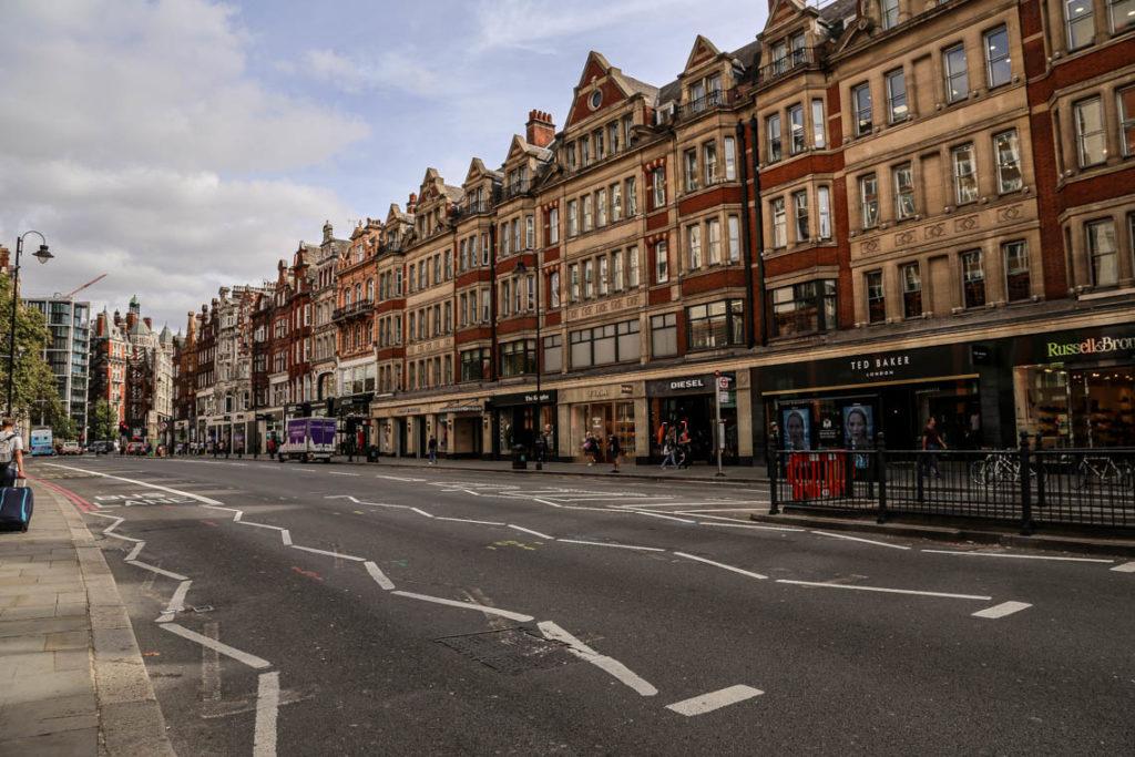 Londyn - Brompton Road w dzielnicy Knightsbridge, 10 września 2018