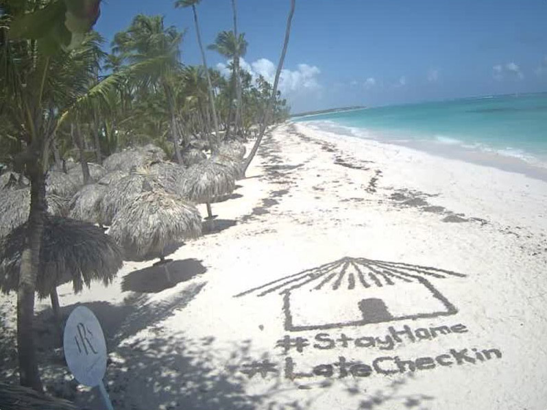 Punta Cana - screenshot z kamery przy hotelu TRS Turquesa, 15 kwietnia 2020, godz. 10:56. Źródło: https://www.webcamgalore.com/webcam/Dominican-Republic/Punta-Cana/6257.html