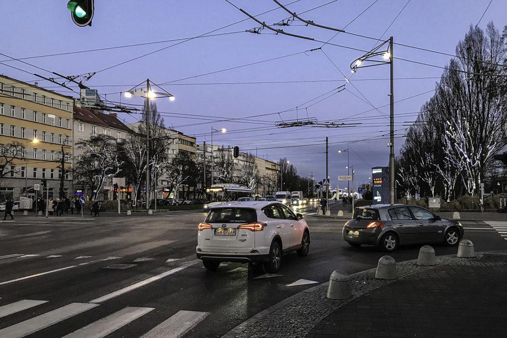 Gdynia - skrzyżowanie ulicy 10 Lutego ze Świętojańską i skwerem Kościuszki, 13 stycznia 2020