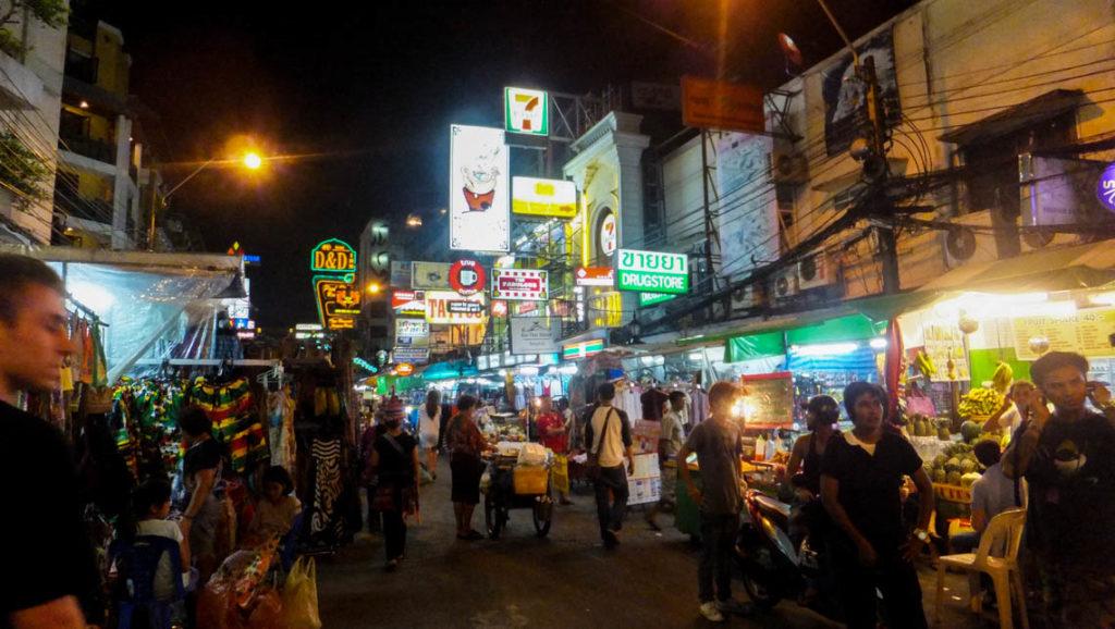 Bangkok - wieczór na Khao San Road, 26 kwietnia 2012