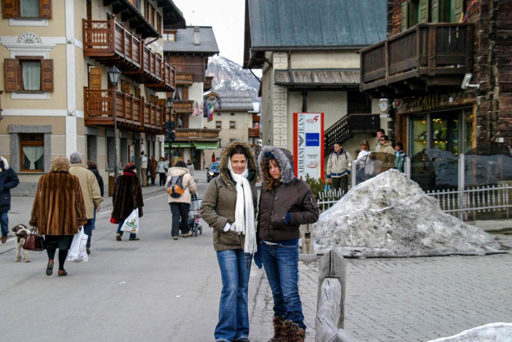 Livigno - moja mama i ja na spacerze w miasteczku, 30 marca 2006