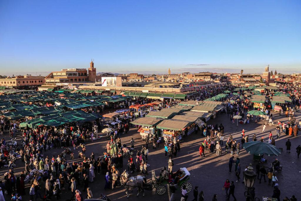 Marrakesz - tętniący życiem plac Jemaa el-Fna, 23 stycznia 2019