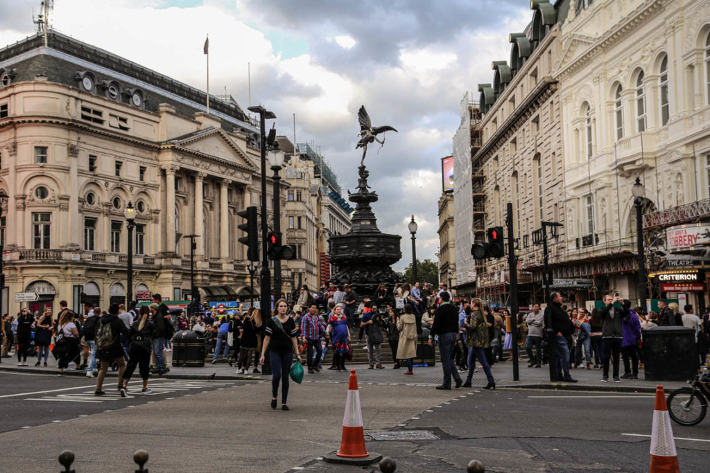 Londyn - fontanna z figurką Anterosa na Piccadilly Circus, 9 września 2018