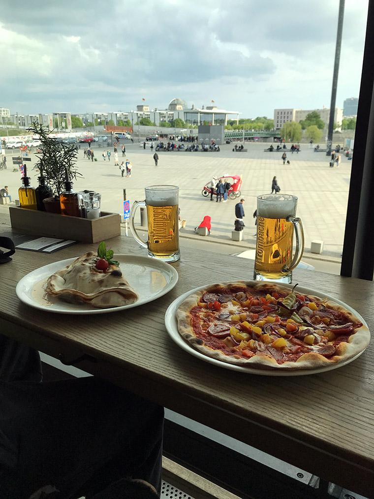 Urlop start! Piwo i pizza w Vapiano na berlińskim dworcu