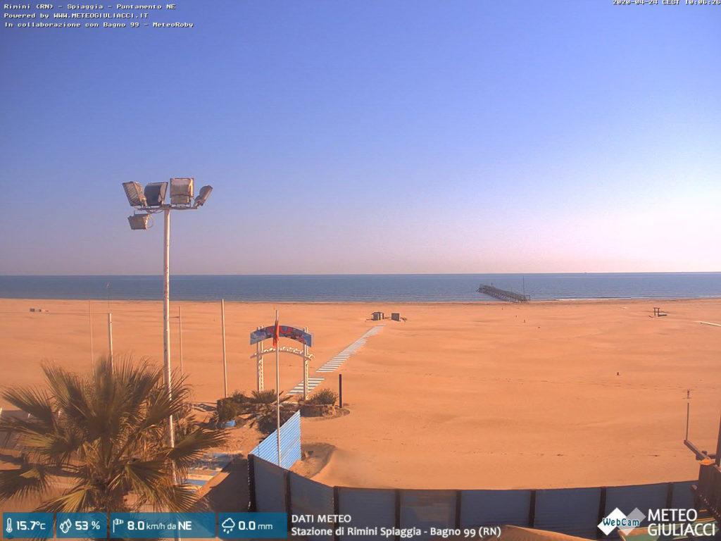 Rimini - screenshot z kamery na stronie MeteoGiuliacci.it, 24 kwietnia 2020, godz. 10:06. Źródło: https://www.meteogiuliacci.it/webcam-rimini