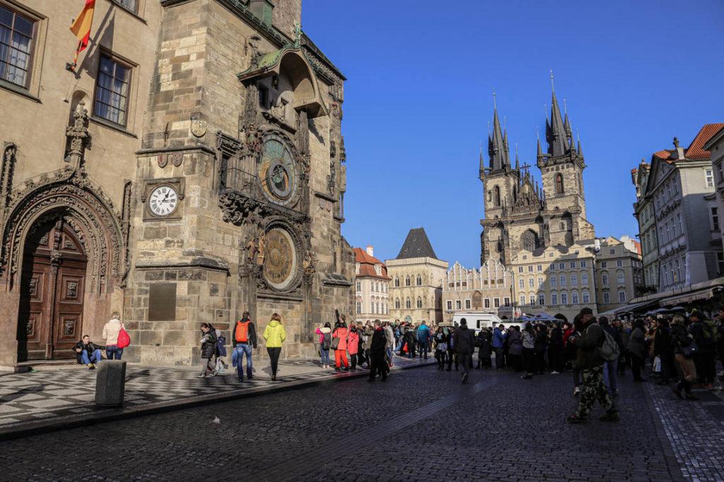 Praga - zatłoczony Rynek Staromiejski, 4 listopada 2014