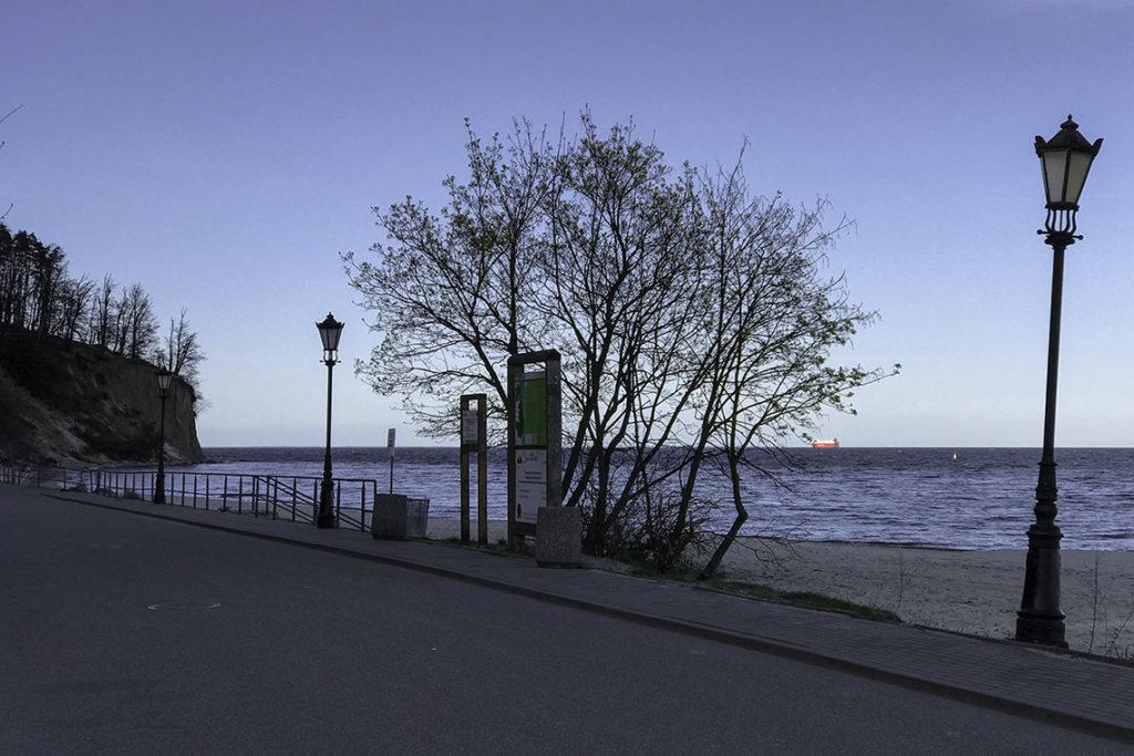 Gdynia - Orłowo, całkowicie pusta plaża; 18 kwietnia 2020