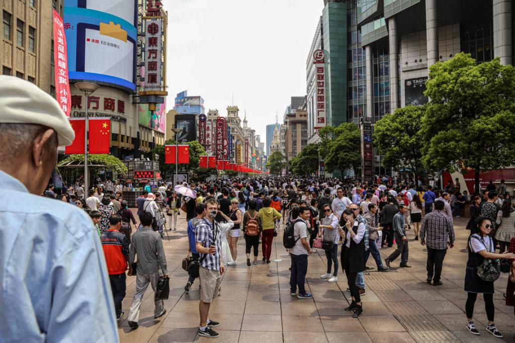 Szanghaj - tłumy na Nanjing Road, 1 maja 2016