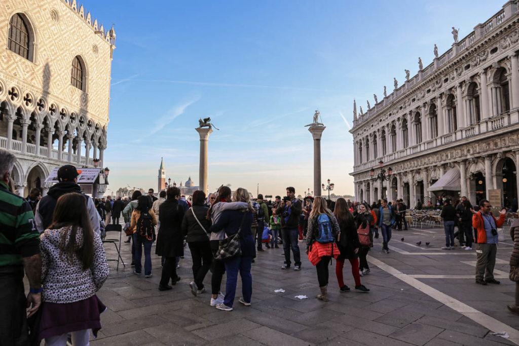 Wenecja - turyści na Piazzetta San Marco, 1 listopada 2014
