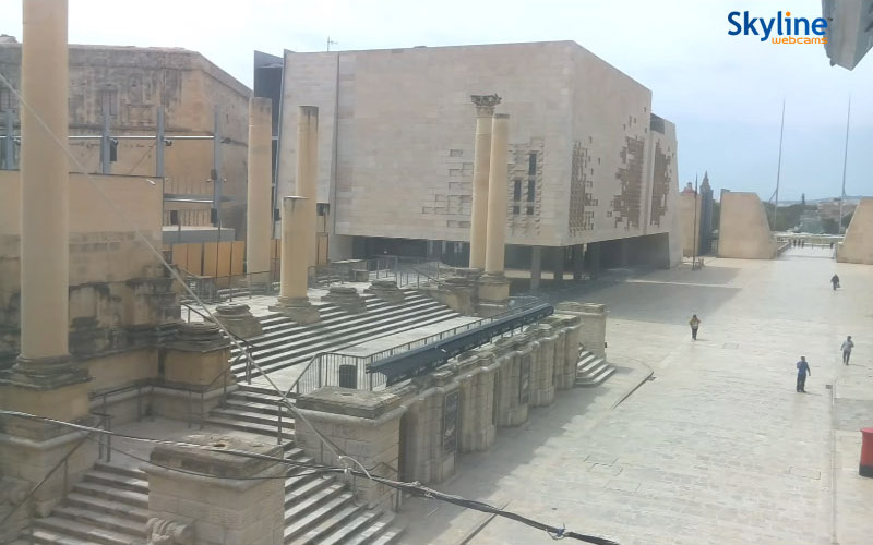 Valletta - Parliament Square, screenshot z kamery na stronie Visit Malta. 22 kwietnia 2020, godz. 12:09. Źródło: https://www.visitmalta.com/en/webcam-parliament-square-valletta