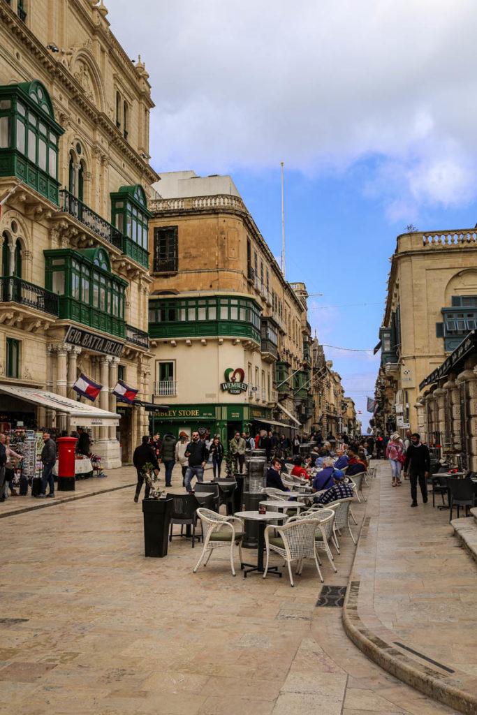 Valletta - ogródki restauracyjne na Parliament Square, 1 marca 2019
