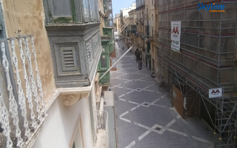 Valletta - Republic Street, screenshot z kamery na stronie Visit Malta. 22 kwietnia 2020, godz. 13:03. Źródło: https://www.visitmalta.com/en/webcam-republic-street-valletta