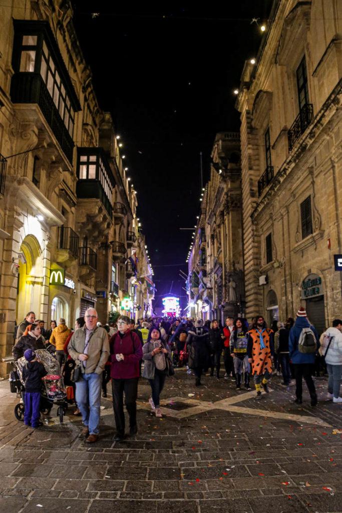 Valletta - wieczorna parada karnawałowa na Republic Street, 2 marca 2019