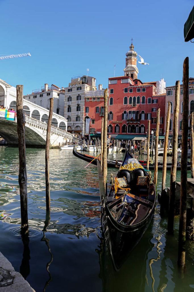 Wenecja - gondola i Most Rialto w tle, 1 listopada 2014