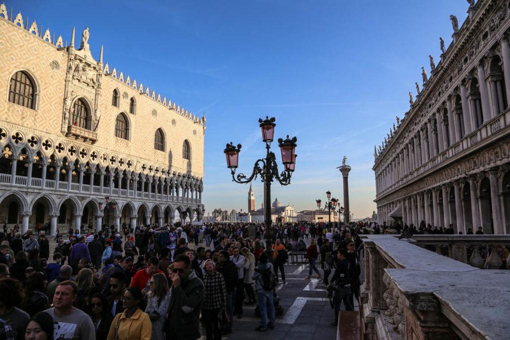 Wenecja - zatłoczony Piazzetta San Marco, 1 listopada 2014
