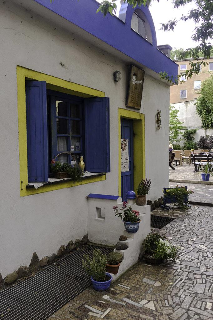 Wejście do restauracji Santorini i ogródek