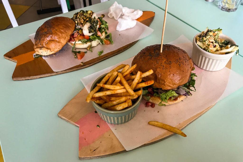 Burger z kalmarami i burger ze stekiem z tuńczyka w Honolulu wisefood
