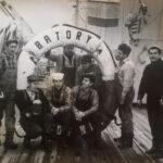 Marynarskie wspomnienia - załoga statku Batory. Mój Dziadek stoi pod kołem, trzeci od prawej.