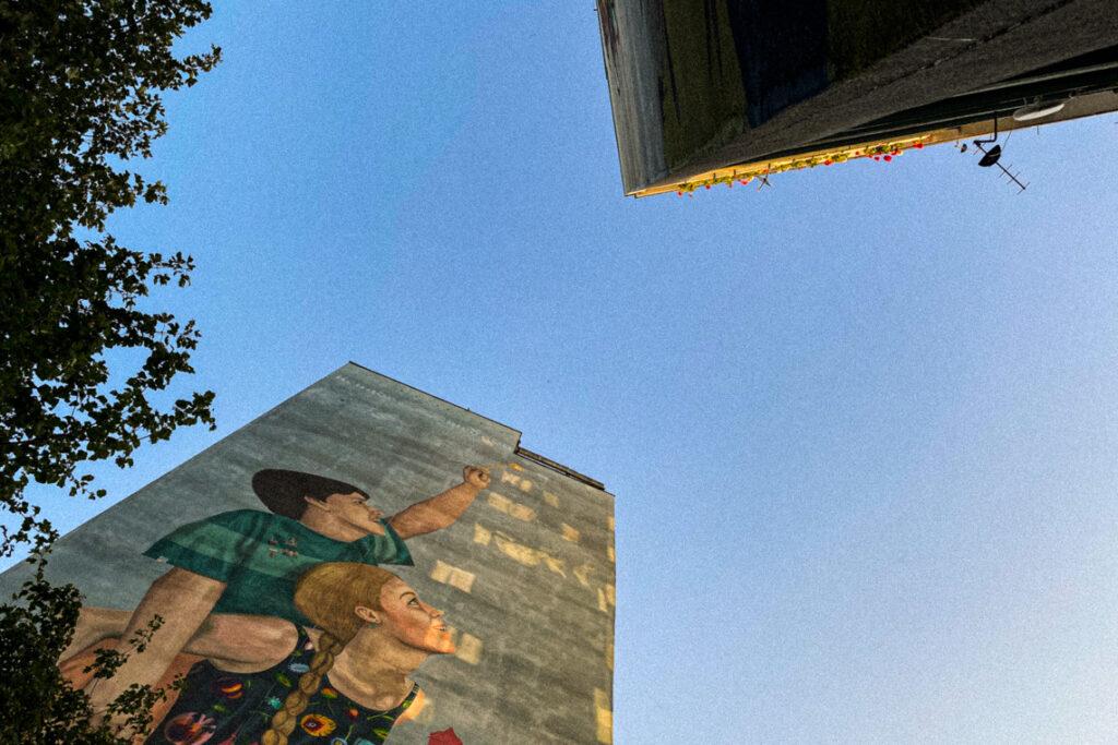 Murale na Zaspie: trochę koloru w starym blokowisku